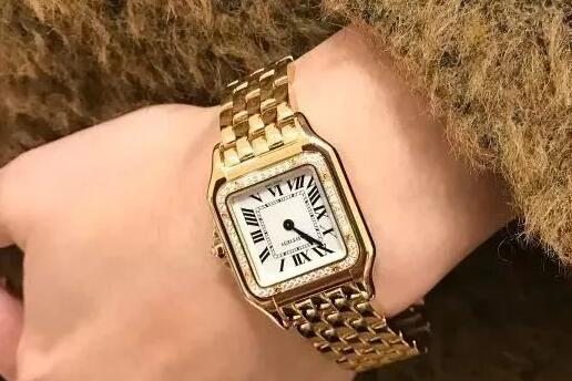 Luxury Cartier fake watches are made of yellow gold.