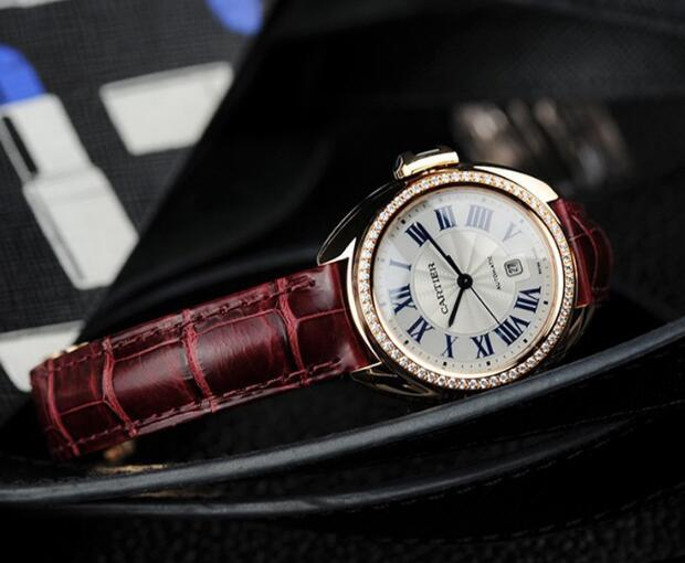 Fancy reproduction watches are decorated with diamonds.