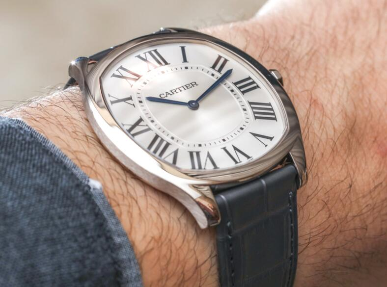 Swiss-made imitation watches are concise and elegant.